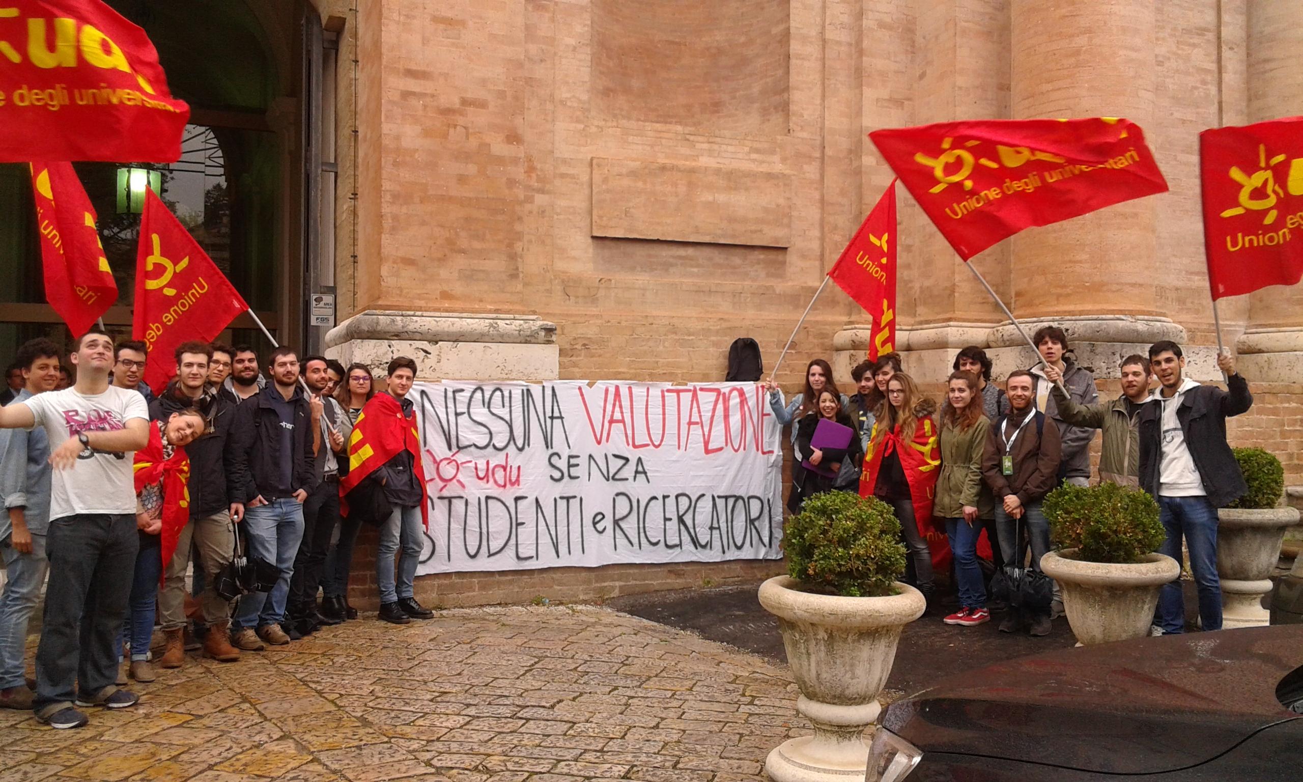 PRESIDIO A PERUGIA PER CONVEGNO ANVUR SU NUOVA AVA / SENZA STUDENTI NON PUO' ESSERCI BUONA VALUTAZIONE
